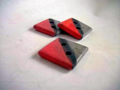 https://www.etsy.com/listing/155754628/buttons-raku-pottery-square-red-gray?ref=favs_view_3