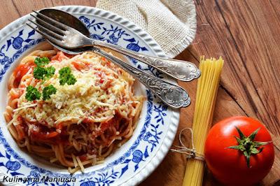 http://www.kulinarnamaniusia.pl/2017/03/makaron-z-sosem-pomidorowym-byskawiczne.html?m=0