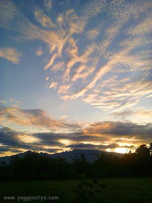 Awan berbentuk Dewa Artemis