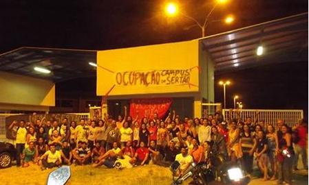 Alunos da Ufal em Delmiro Gouveia, vão desocupar o prédio da instituição nesta quarta-feira (21), após mais de  dois meses de ocupação