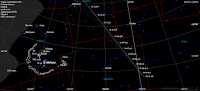Ogólne mapy nieba z położeniem komety 46P/Wirtanen każdej nocy od 1 do 31 grudnia o godz. 22:00 CET. Kierunek warkocza na symulacji zgodny z rzeczywistym, jednak jego rozpiętość i jasność są sztucznie zawyżone przez aplikację. Jak widać raz jeszcze, kometa przemieści się przez wyborne wręcz gwiazdozbiory i zarysuje naprawdę łatwą dla namierzania trasę na tle gwiazd. Obok daty na mapach podane są wartości prognozowanej jasności wyrażone w magnitudo.