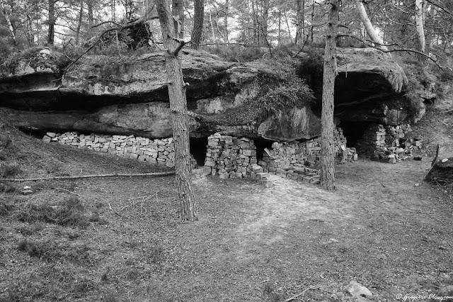 Exceptionnel abris de carriers de la forêt de Fontainebleau en pierres sèches