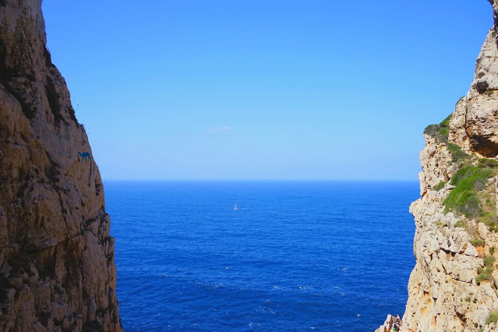 Le Chameau Bleu - Blog Voyage Sardaigne - paysage autour de la  grotte de neptune  Grotto di Nettuno Italie