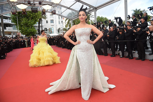 Aishwarya Rai Bachchan Hot Image  At Sink or Swim Red Carpet at the 71st Cannes Film Festival