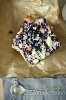 http://www.greencooking.pl/2013/07/jogurtowe-ciasto-z-jagodami.html
