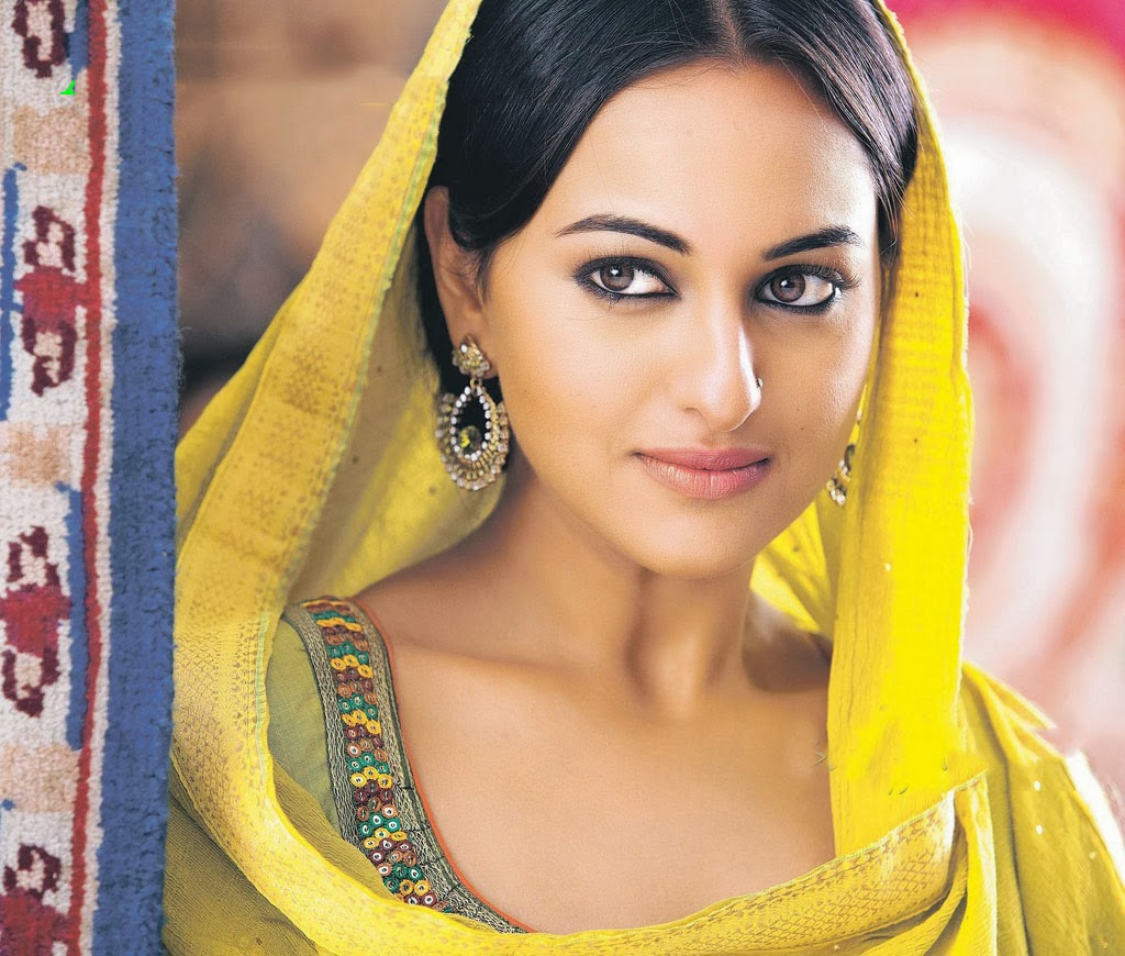 Home Design Ideas Hindi: Sonakshi Sinha Saree Dresses And Makeup Styles
