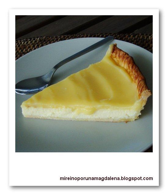 Tarta de queso cubierta de crema de limón