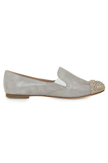 http://www.laprendo.com/SG/products/38051/CASADEI/Casadei-Peggy-Silver-with-Toe-Cap-Flats?utm_source=Blog&utm_medium=Website&utm_content=38051&utm_campaign=05+Sep+2016