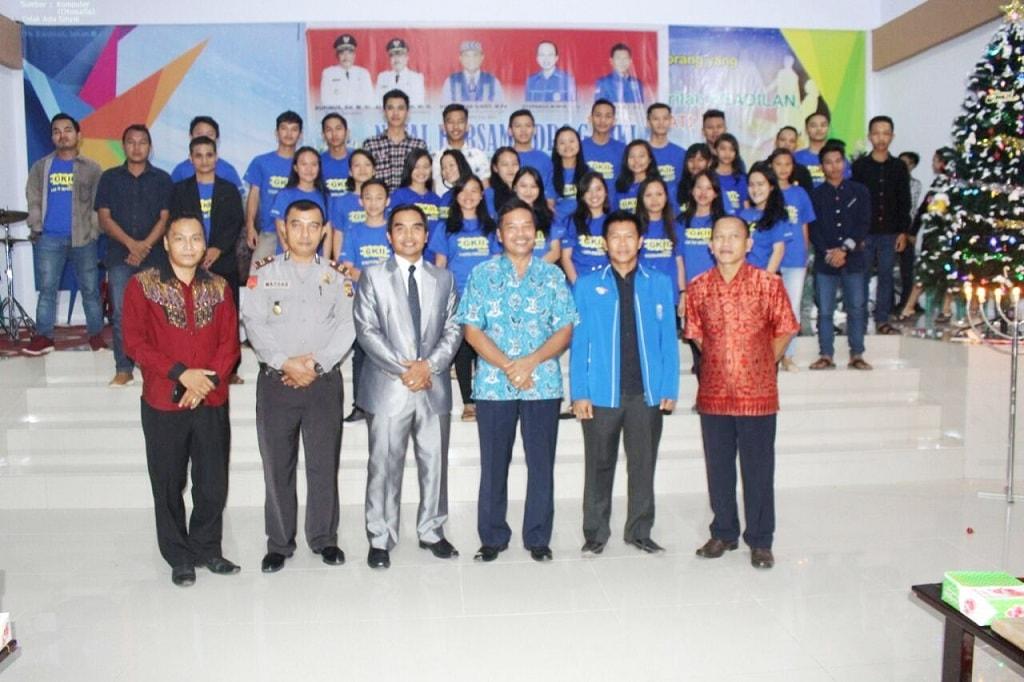 Foto bersama Panitia GAMKI di Gereja Kristen Kalimantan Barat (GKKB)