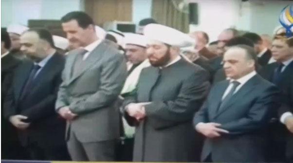 بالفيديو.. الرئيس السوري بشار الأسد يترنح أثناء تأدية الصلاة بالمسجد