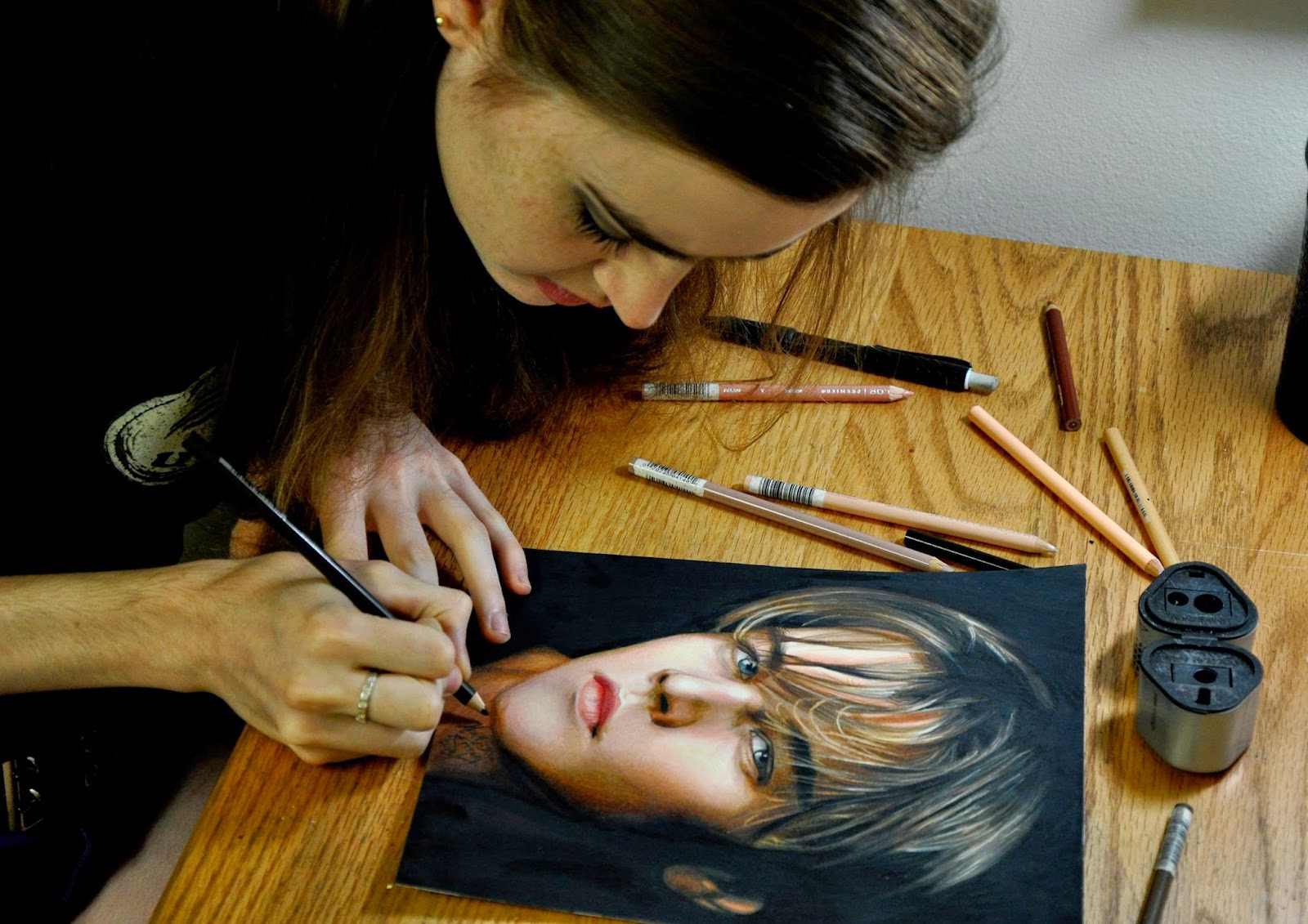 07-Leonardo-DiCaprio-Heather-Rooney-Colored-Pencil-Drawings-of-Celebrities-www-designstack-co