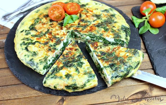 Tortilla de espinacas , queso fresco y salmón. Julia y sus recetas