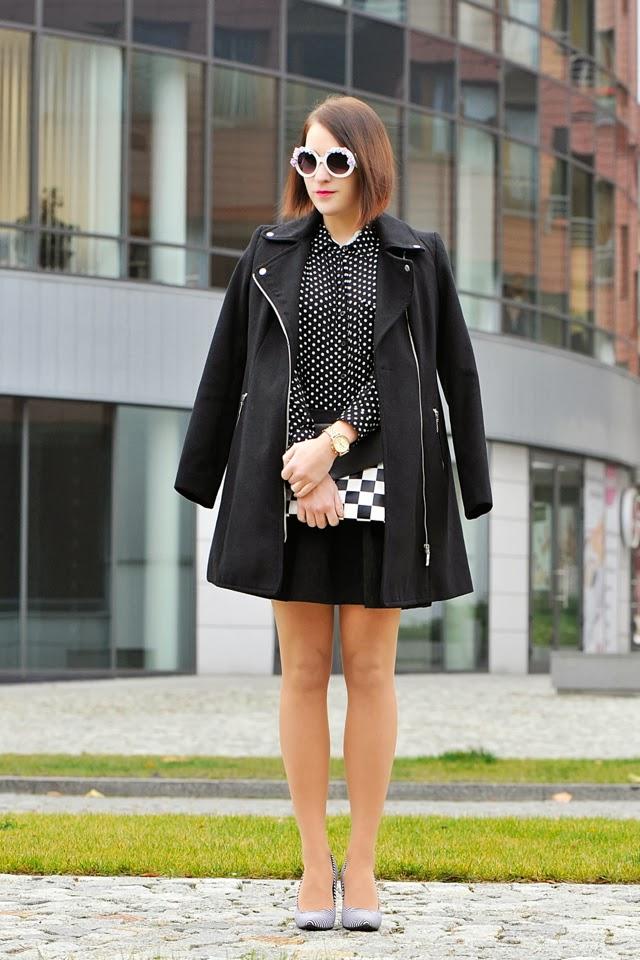 czarny płaszcz peleryna