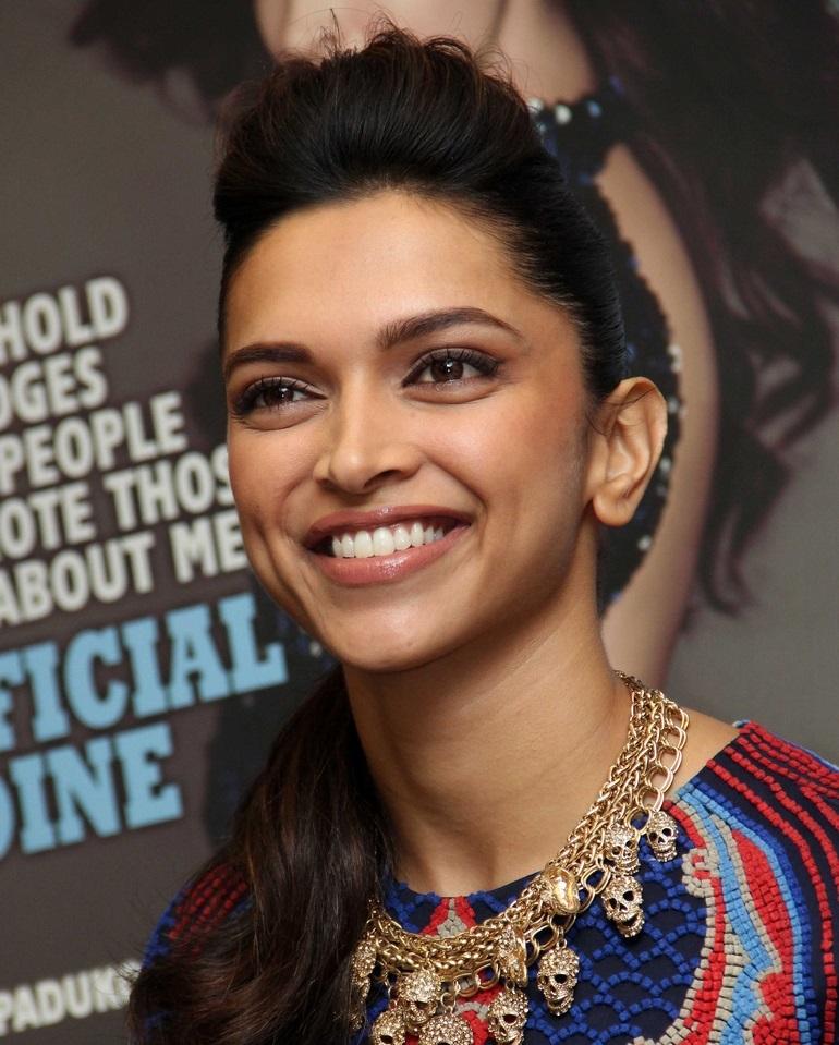 Hindi Girl Deepika Padukone Hot Smiling Face Close Up ...