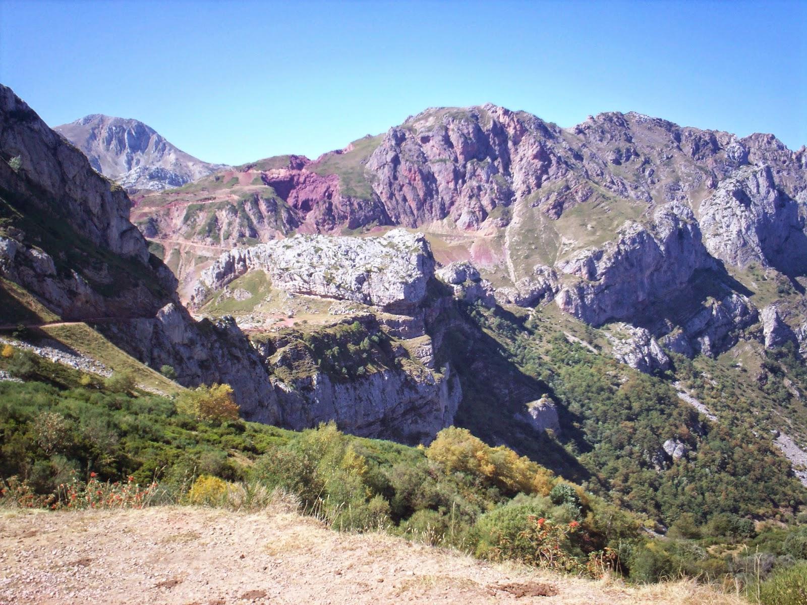 Camino del Lago de la Cueva en Somiedo