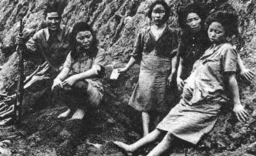 32b694ff60 Las cifras sobre la cantidad de mujeres involucradas varían. Alrededor de  200.000 mujeres jóvenes fueron reclutadas o secuestradas por los soldados  para ...