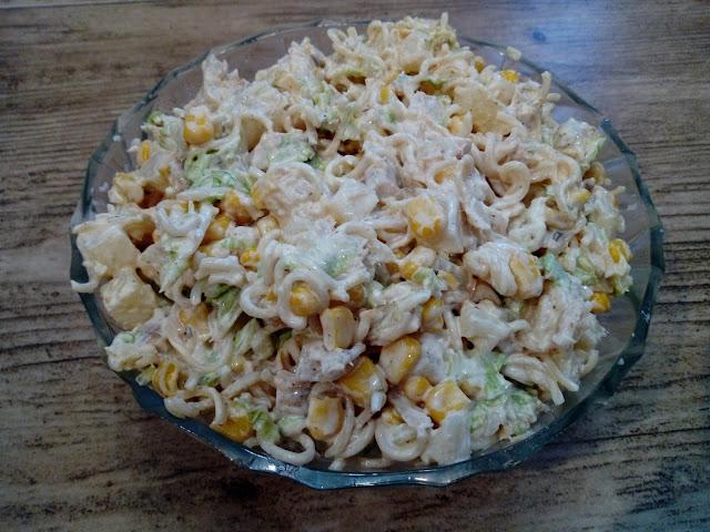 salatka chinska salatka z zupek chinskich salatka z makaronem salatka z kurczakiem salatka z ananasem salatka z kukurydza salatka na impreze salatka swiateczna