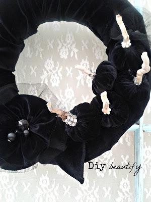 Velvet Wreath with Mini Pumpkins and Gathered Flowers www.diybeautify.com