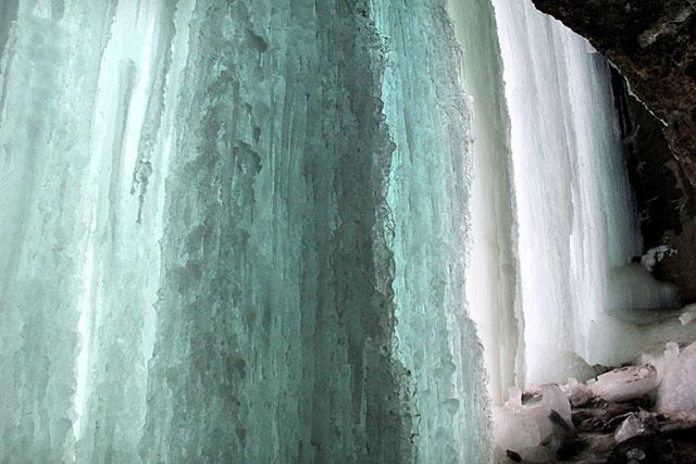 Frozen water fall (MPLS, MN)