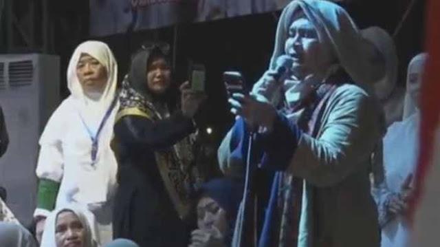 Puisi Neno Warisman di Munajat 212 Jadi Polemik, #NenoAncamAllahSWT Jadi Trending Topik