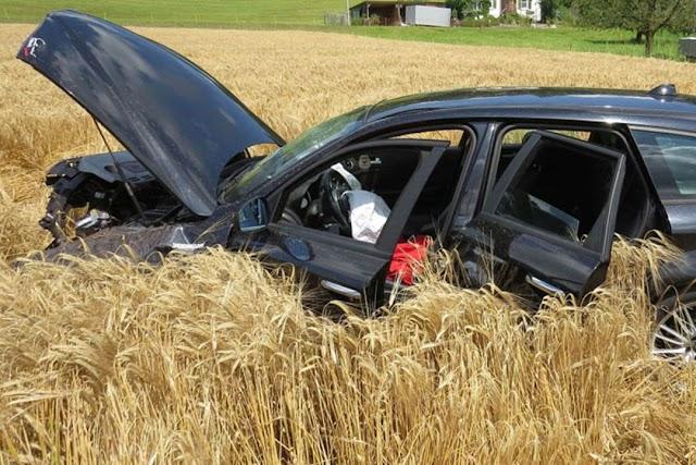 Schweiz: Mazedonier kracht in Traktor Anhänger