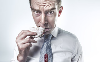 O desejo de comer pode ser reduzida por porcas consumindo