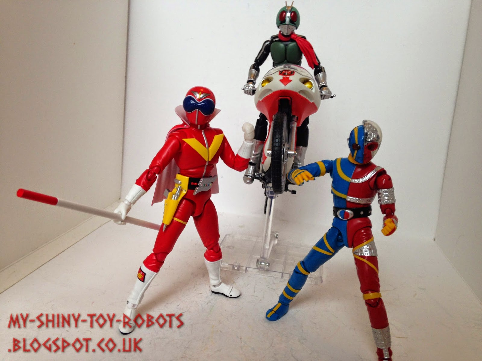 Rider 1 joins Akaranger and Kikaider