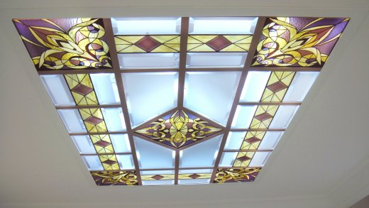 Витраж в дизайне потолка