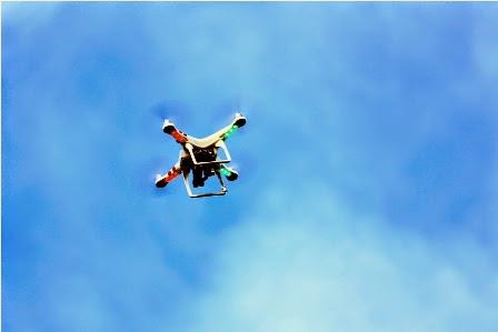 DJI Phantom 2 Quadcopter di udara