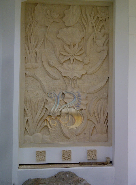 Relief kerajinan batu alam motif ikan koi 9