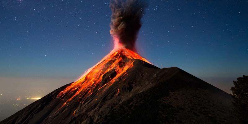 Vulcano Fuego in Guatemala entra in eruzione: immagini virali nei Social