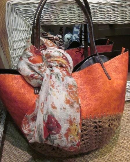 Bolso combinado naranja y fular flores