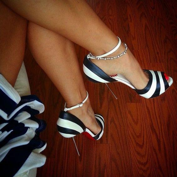 como llevas zapatos blanco y negro, tendencias blanco y negro, accesorios, zapatos neutros, asesora de imagen, july latorre, julieta latorre, combinacion de colores, combinacion con blanco y negro, consejos