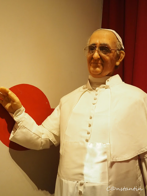 Statuia de cearã a Papei Francisc - blog FOTO-IDEEA