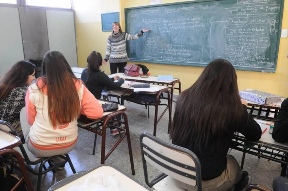 Intiman a 184 docentes a volver a dar clases