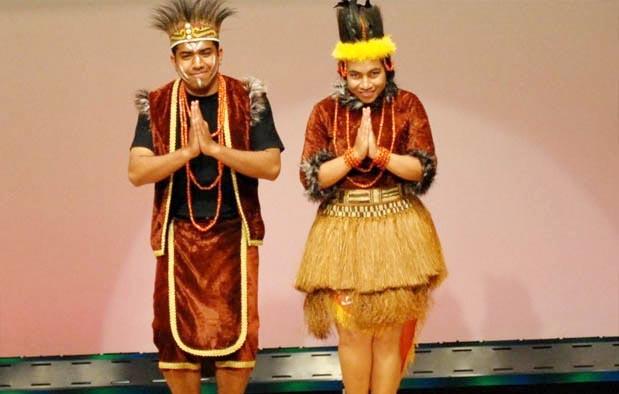 Pakaian Adat Dari Provinsi Papua Barat (Pria dan Wanita)