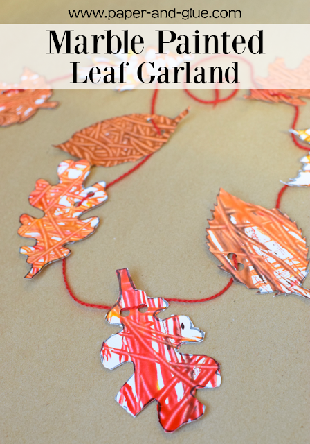 Easy fall craft for kids- Marble Painted Leaf Garland. Use this fun process art technique to make a pretty decoration for fall! Great activity for preschool, kindergarten, or elementary.