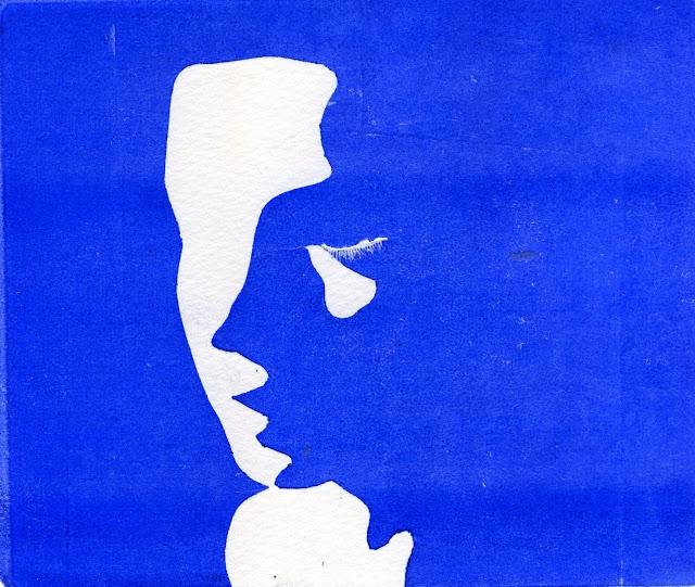 Una cara perfilada tan sols amb tinta blava.