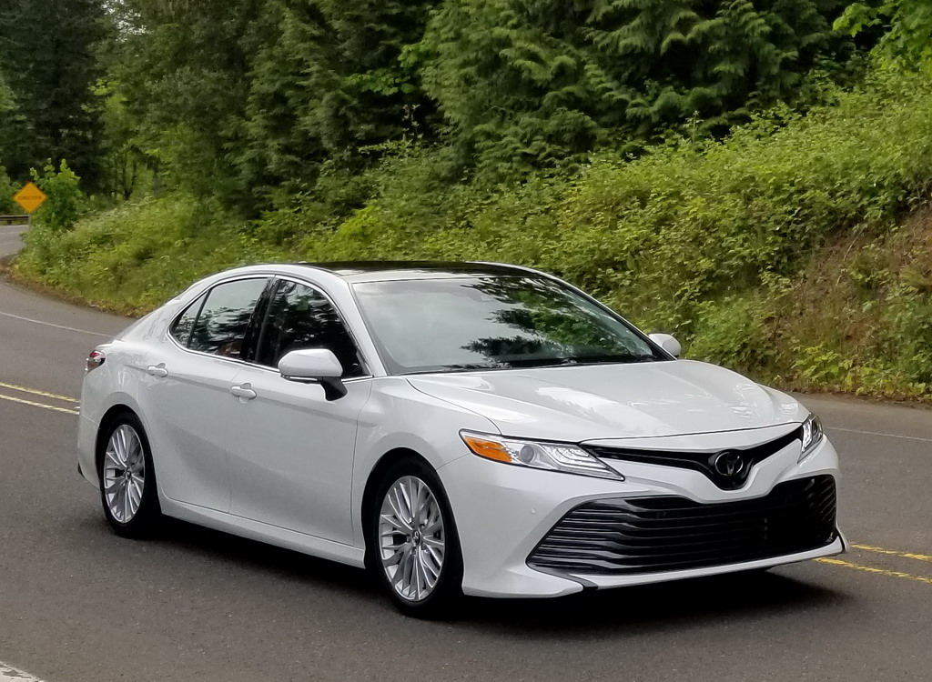 2018 toyota camry hybrid price and leaked photos. Black Bedroom Furniture Sets. Home Design Ideas