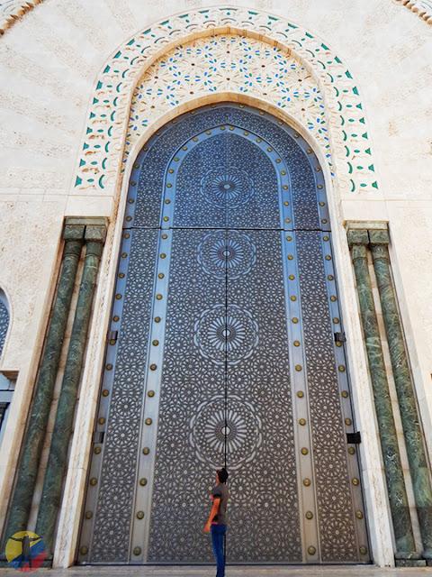 Puerta gigante Mezquita Hassan II