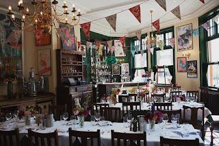 https://www.boho-weddings.com/2014/10/01/london-pub-wedding-by-lisa-devlin/