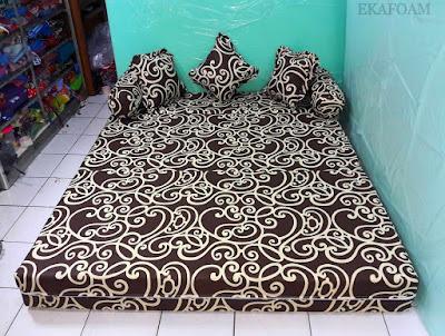 Sofa bed inoac motif batik teralis coklat