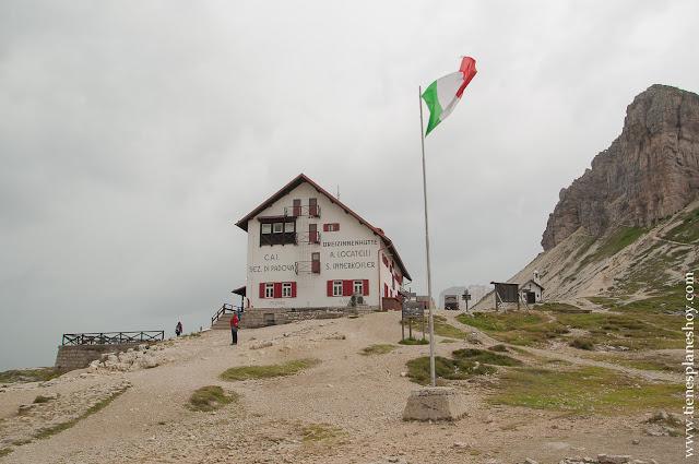 Refugio Locatelli Tres Cimas de Lavaredo Italia