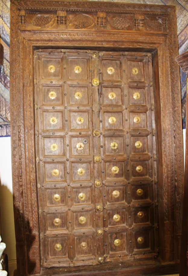 https://www.mogulinterior.com/antique-fish-carved-header-brass-medallion-indian-doors.html