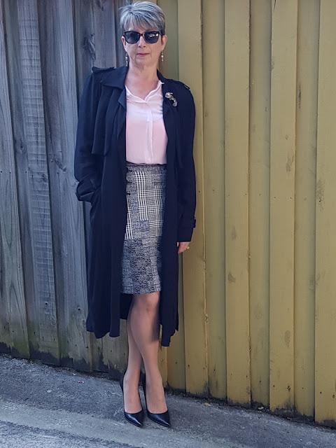 Pink blouse-pencil skirt-black pumps-black duster coat