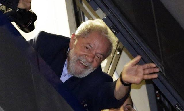 Lula não se apresenta à PF; juristas dizem que decisão não significa desrespeito à Justiça