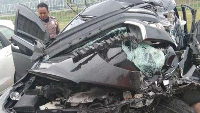 Mobil Bupati Demak Kecelakaan di Tol Batang, Ajudan Tewas