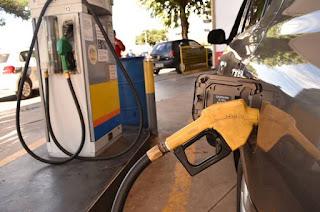 http://vnoticia.com.br/noticia/2836-petrobras-anuncia-reducao-de-1-59-no-preco-da-gasolina-nas-refinarias
