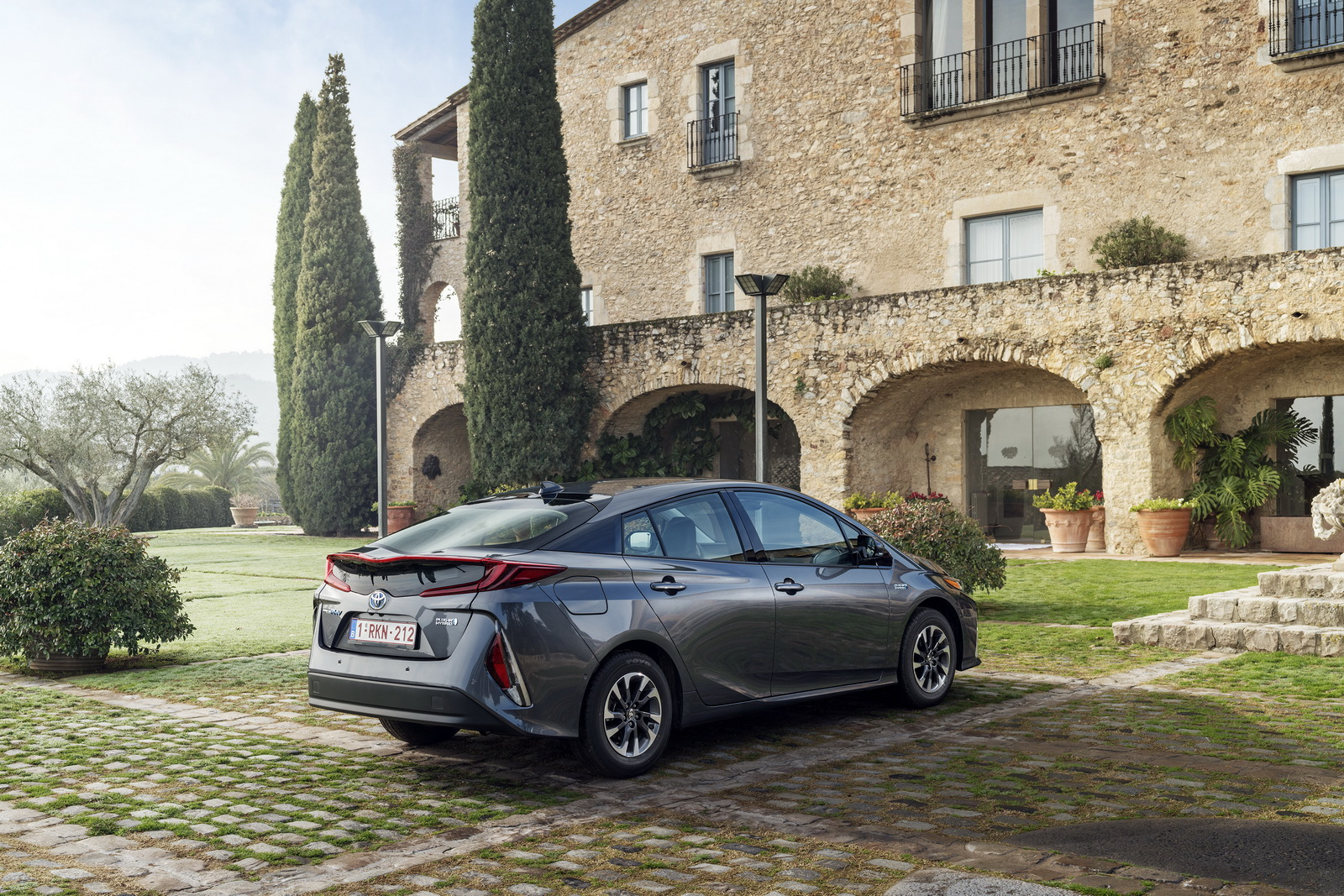 2016 - [Toyota] Prius IV - Page 14 2017-Toyota-PriusPHEV-96