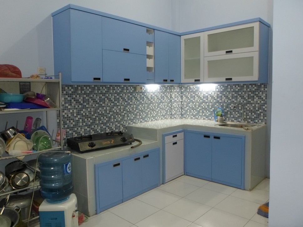 Kitchen Set Bentuk L Shape Desain Warna Biru Handle Tanam Furniture